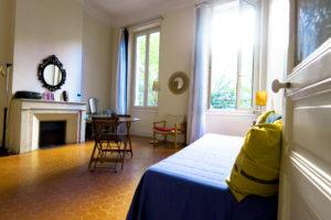 Les Tomettes chambres d'hôtes à Marseille, chambre côté jardin