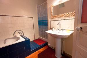 Les Tomettes chambres d'hôtes à Marseille, chambre coté jardin salle de bain