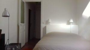 Les Tomettes chambres d'hôtes à Marseille, lit chambre zen
